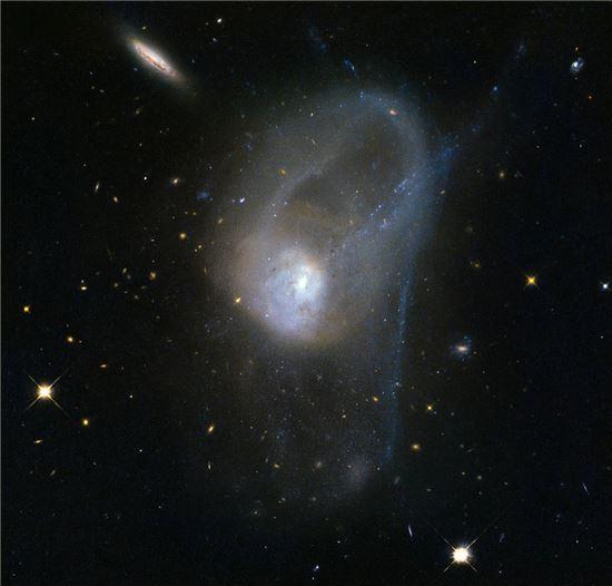 2015091913373614258_1.jpg 은하 충돌에 대하여 간단히 요약해서 써봤어요