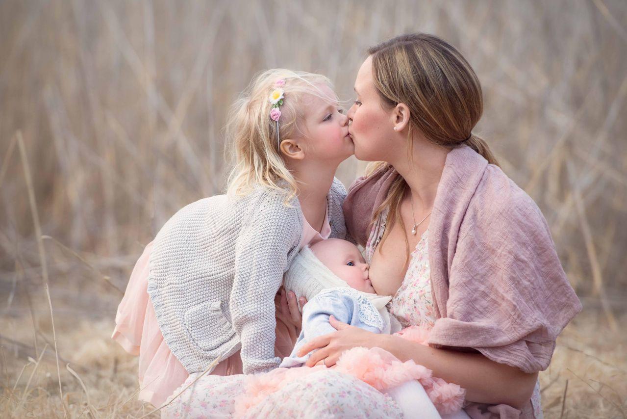 и сосут мамы дочки