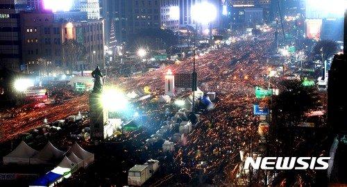 NISI20161126_0012435992_web_99_20161127001104.jpg \'190만 군중, 세계에 자랑할 평화시위의 역사를 쓰다.\'
