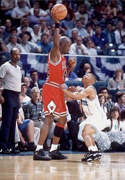 마이클조던_타이론_보그스_먹스보그스.jpg NBA에서 가장 큰 선수와 가장 작은 선수