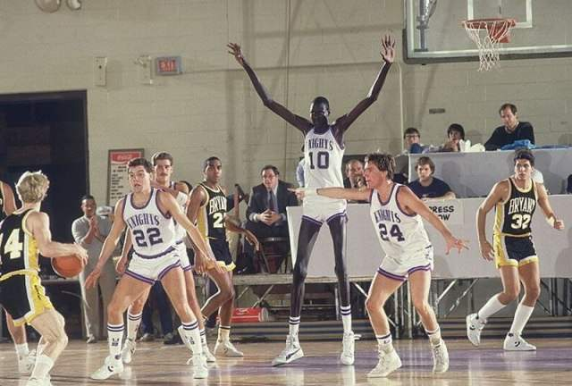 2012-06-16_151727.jpg NBA에서 가장 큰 선수와 가장 작은 선수