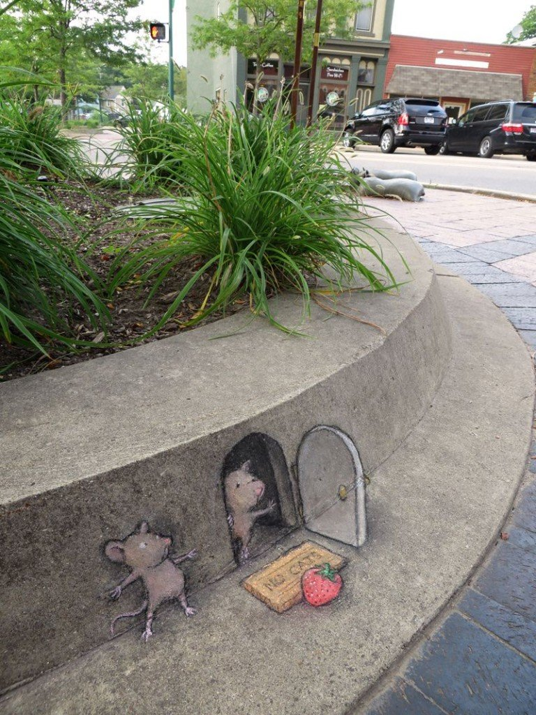 Mice-romance-street-art-in-chalk-by-David-Zinn-in-Ann-Arbor-768x1024.jpg