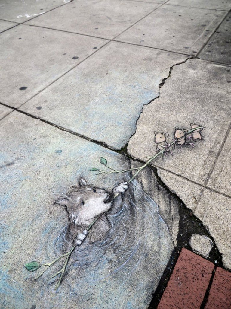 3-mice-resucing-a-dog-in-trompe-loeil-street-art-by-David-Zinn-in-Michigan-768x1024.jpg