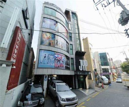 """2.jpg """"JYP 15년 만에 신사옥""""..트와이스, 효자 노릇 톡톡"""