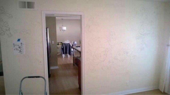 1.jpg 딸 방에 몰래 그림 그린 아빠.jpg