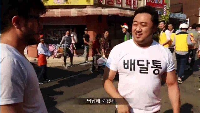 16.jpg 감독에게 혼나는 마동석