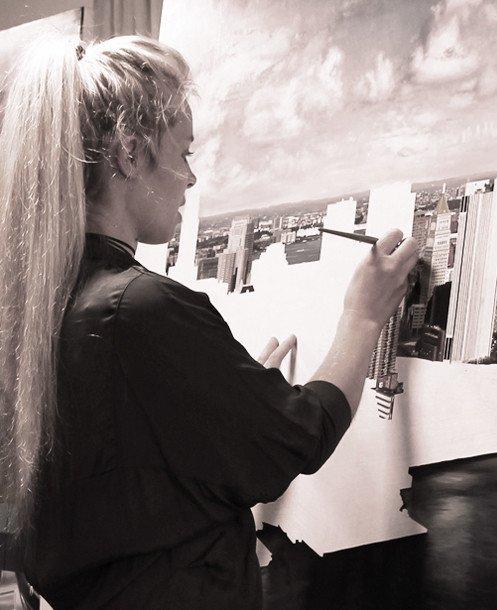 Raphaella Spence in studio.jpg 반전