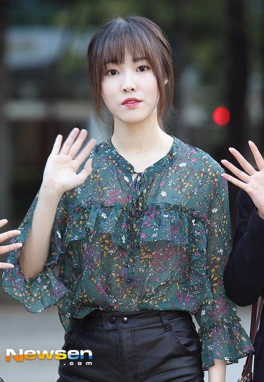 dbwn2.jpg 언론사별 '뮤직뱅크 출근길' - 유주, 예린