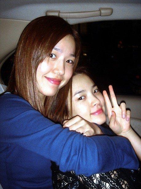 cbe7094a799d1eb7c9132632037b3a59.jpg 은광여고에서 얼굴로 나름 유명했다는 여자연예인 둘.JPG