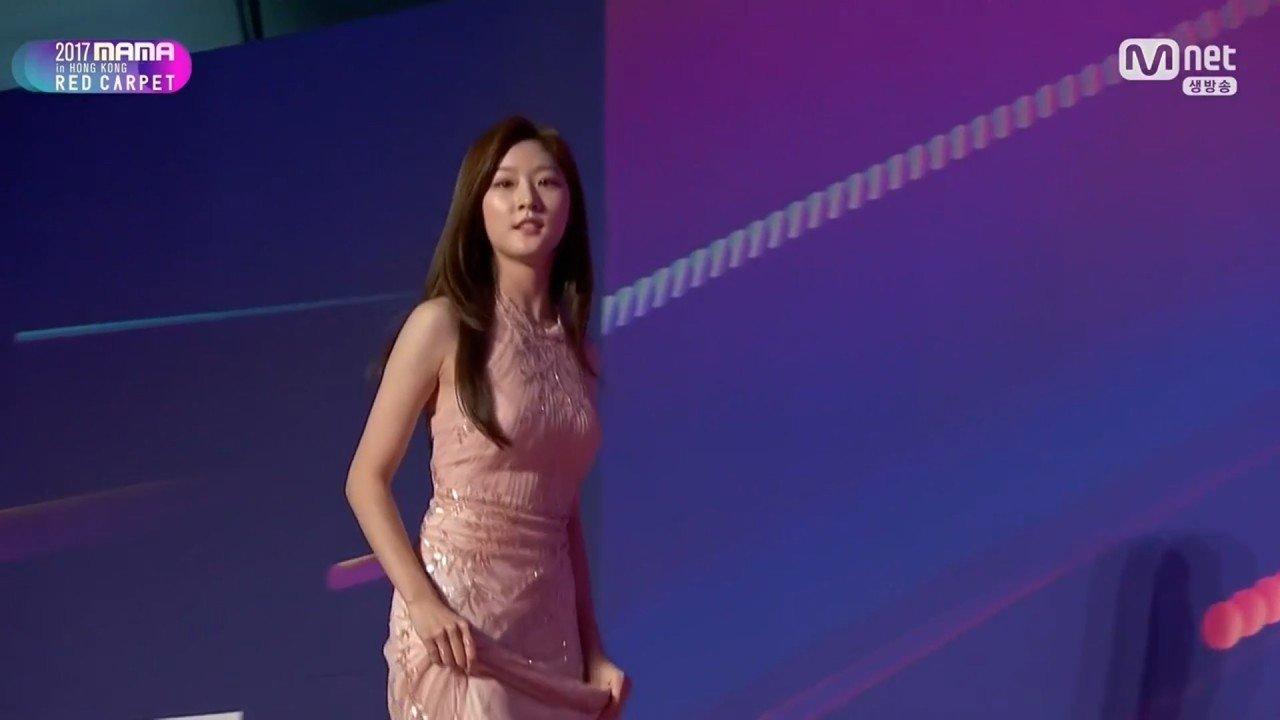 [Mnet] 2017 MAMA Red Carpet in Hong Kong.E01.171201.720p-NEXT.mp4_20171207_221807.283.jpg 원빈이 목숨걸고 구한 이유
