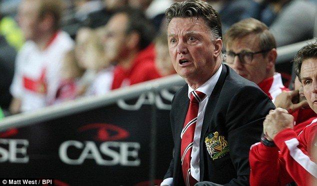 1409101203929_wps_4_Manchester_United_manager.jpg ???: 뭐 펠라이니랑 재계약을 안한다고??