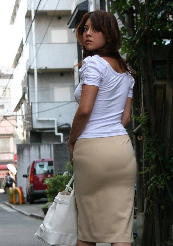 фото трусы просвечиваются сквозь юбки