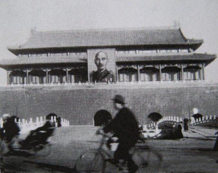 마오쩌둥 이전의 천안문 초상화의 주인