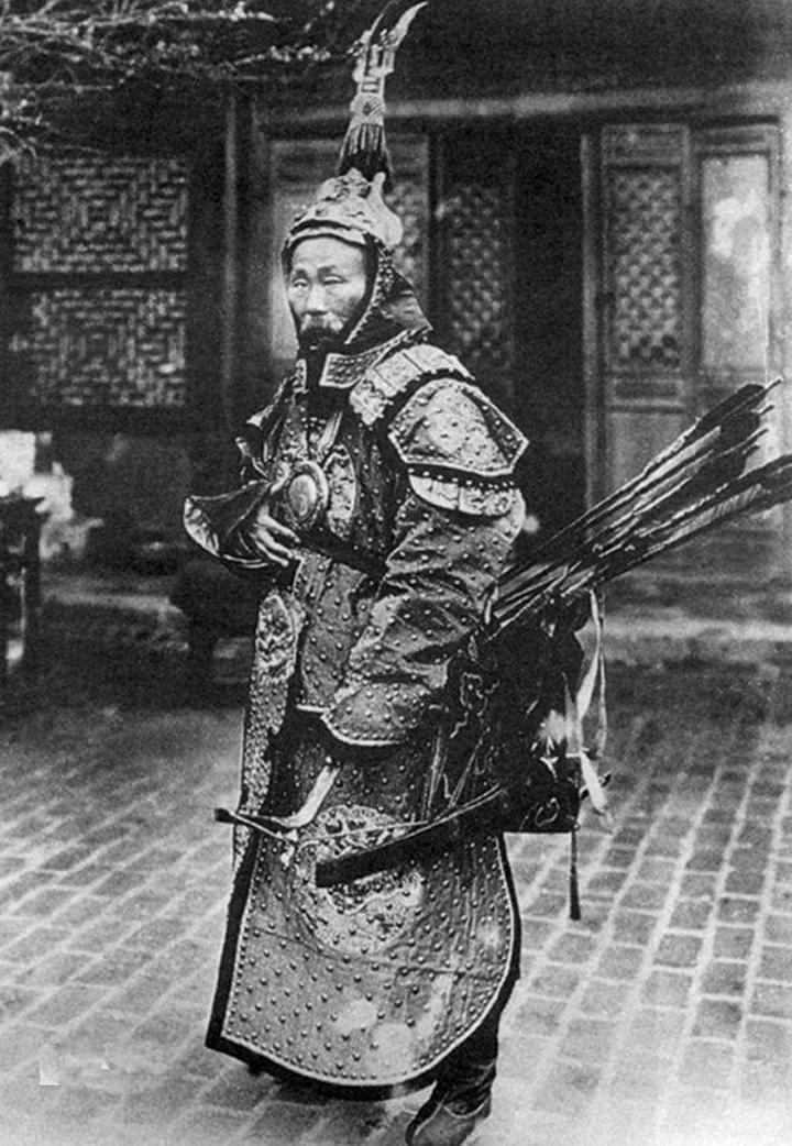 b3aa1da9f2a94a50a84a067a676d4421.png 19세기 후반, 사진으로 남아있는 동북아 갑옷 착용샷들
