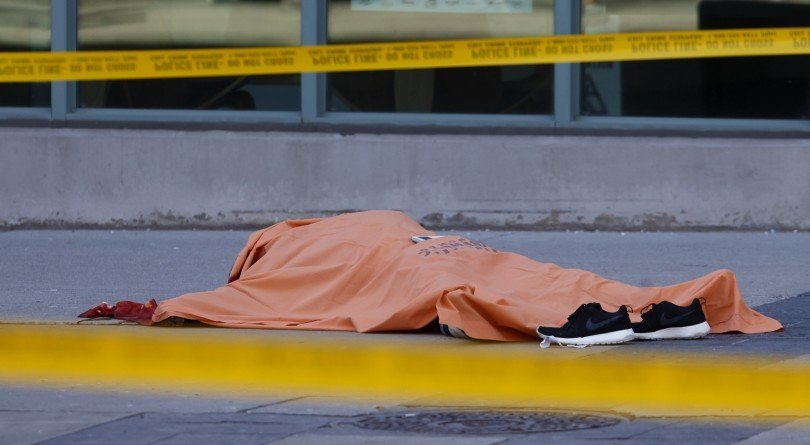 APR27_PROUDFOOT_VAN01-810x445.jpg 평화로운 캐나다를 충격과 공포에 몰아넣은 묻지마범죄 끝판왕.. Apr.23/2018 자