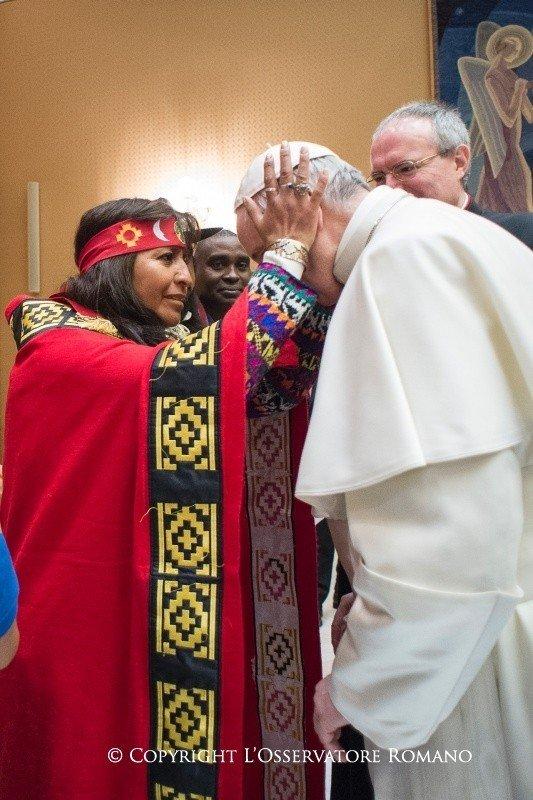 fhfg.jpeg 무당이 된 고향 여성 축복하는 독일 신부