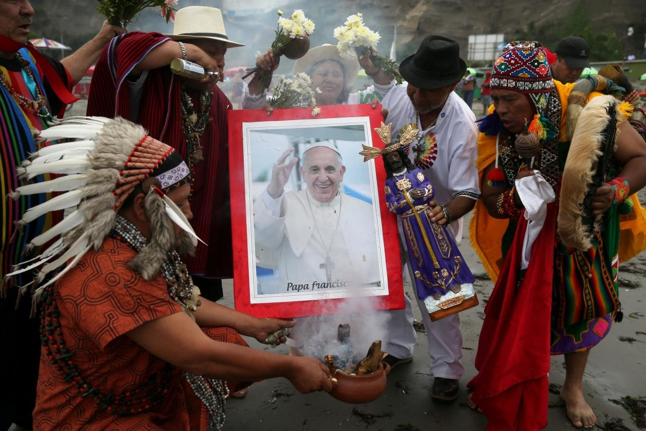 downloadfile-325.jpg 무당이 된 고향 여성 축복하는 독일 신부