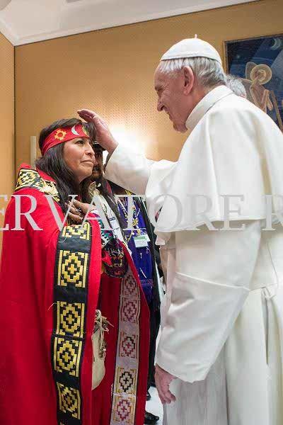 00111_15022017.jpg 무당이 된 고향 여성 축복하는 독일 신부