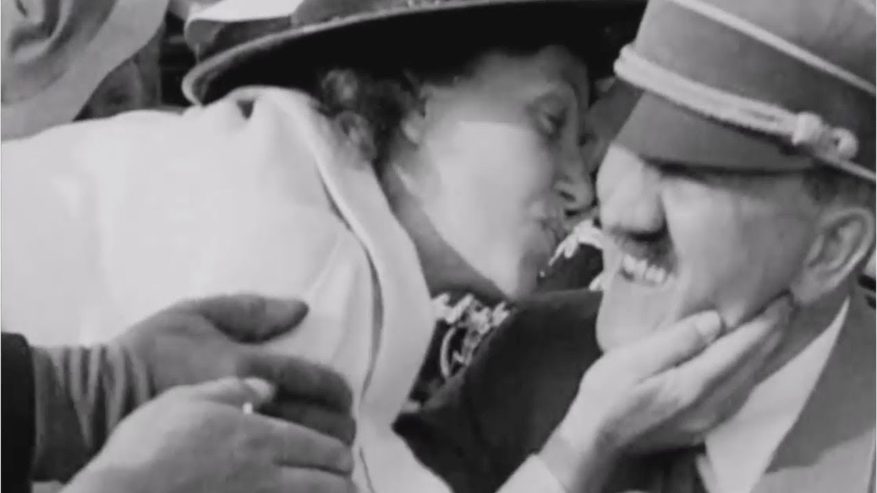 maxresdefault-36.jpg 히틀러에게 달려들어 키스하는 여성.jpg