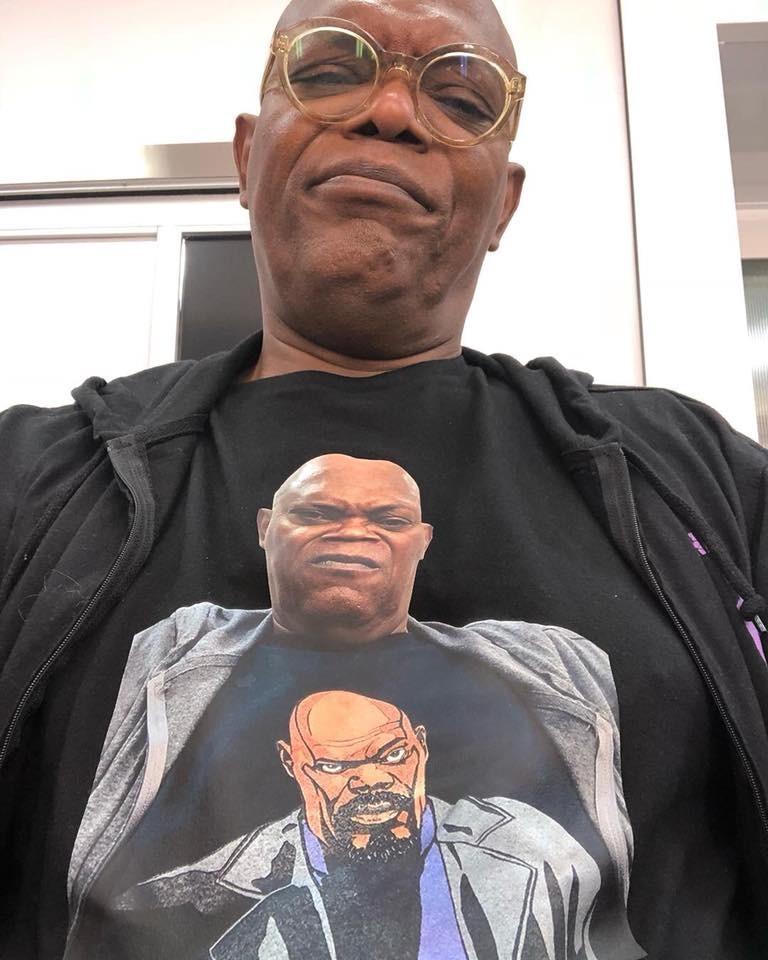 ì¬ë¬´ììì¨ í°ì츠를 ìì ì¬ë¬´ì ìì¨ í°ì츠를 ìì ì¬ë¬´ì ìì¨ 사무엘잭슨 티셔츠를 입은 사무엘잭슨 티셔츠를 입은 사무엘 잭슨