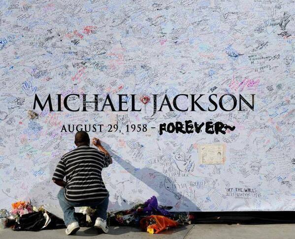 1.jpg 마이클 잭슨의 죽음이 전세계에 끼친 엄청난 영향력.jpg