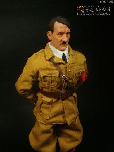 1882744a103632.jpg 아돌프 히틀러 피규어.jpg