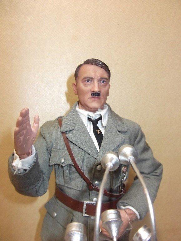 18826734ac8332.jpg 아돌프 히틀러 피규어.jpg