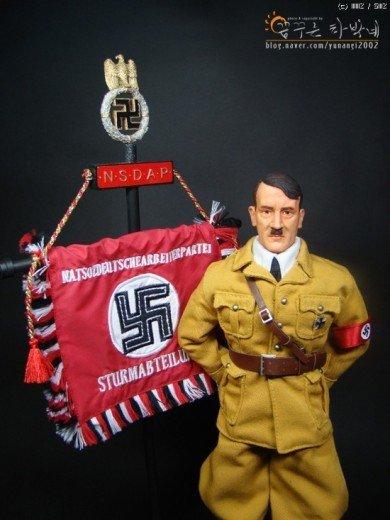 188276fae6c258.jpg 아돌프 히틀러 피규어.jpg