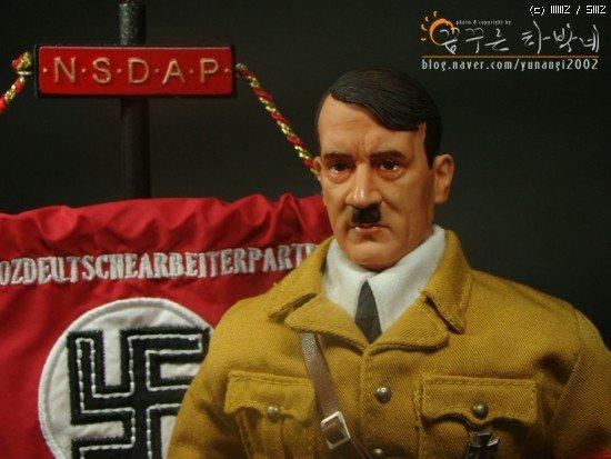 1882944f9761e0.jpg 아돌프 히틀러 피규어.jpg