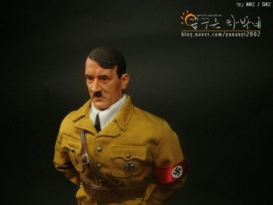 1882932cc23a0f.jpg 아돌프 히틀러 피규어.jpg