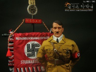 188295f493bb8d.jpg 아돌프 히틀러 피규어.jpg