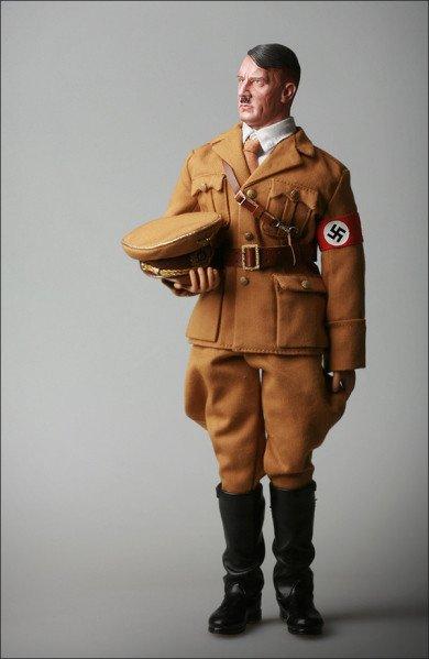 18827a32b5e6d6.jpg 아돌프 히틀러 피규어.jpg