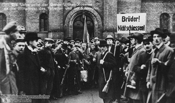 Revolution_501100991.jpg 히틀러와 나치당의 정권장악 - 극단적인 사상이 사회를 삼키는 과정