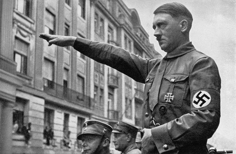 119505258-resize-56a48cf15f9b58b7d0d78193.jpg 히틀러와 나치당의 정권장악 - 극단적인 사상이 사회를 삼키는 과정