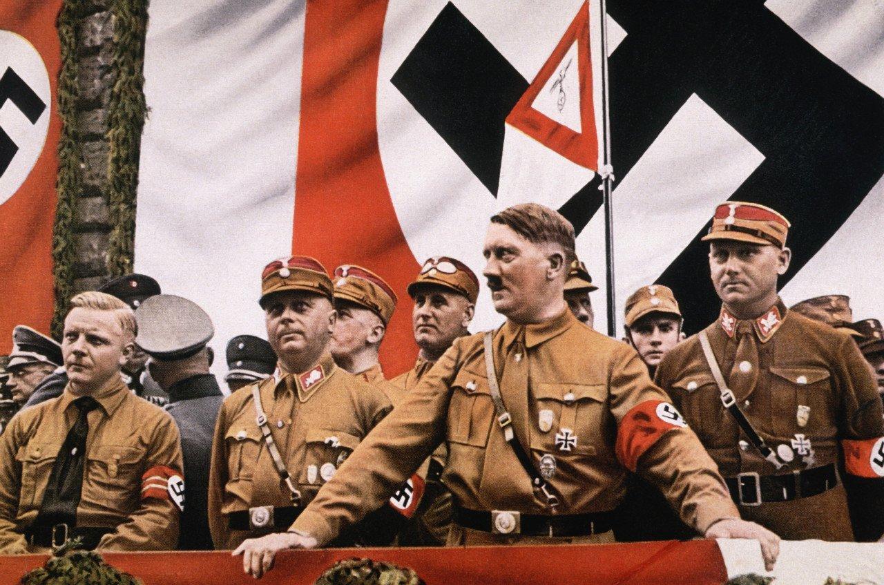 hitler.jpg 히틀러와 나치당의 정권장악 - 극단적인 사상이 사회를 삼키는 과정