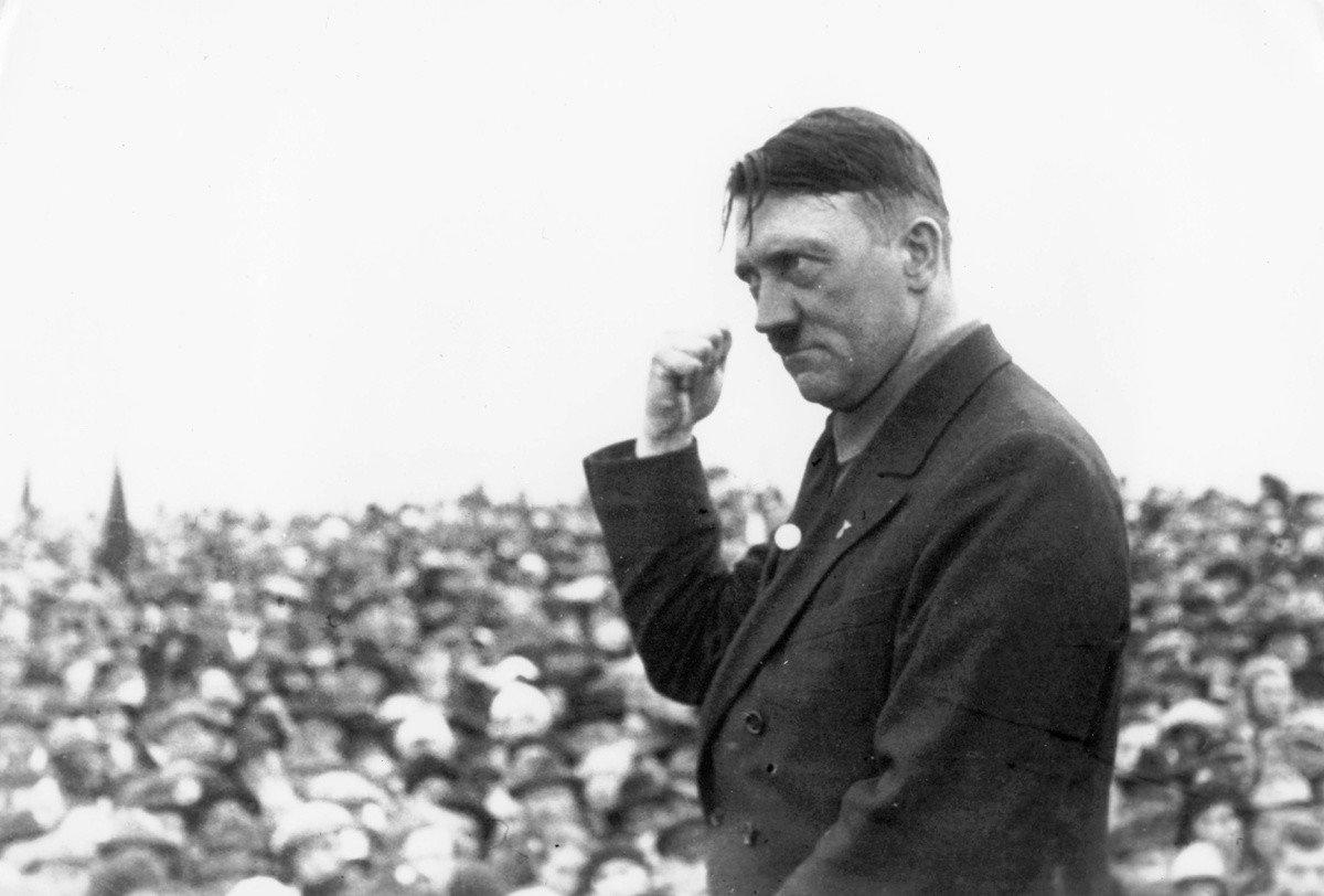 hitler.jpeg 히틀러와 나치당의 정권장악 - 극단적인 사상이 사회를 삼키는 과정