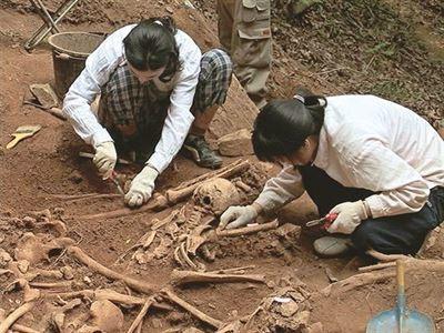 민간인 학살 유골 발굴.jpg 한국전쟁 당시 영국군에 의해 밝혀진 학살 사건.jpg