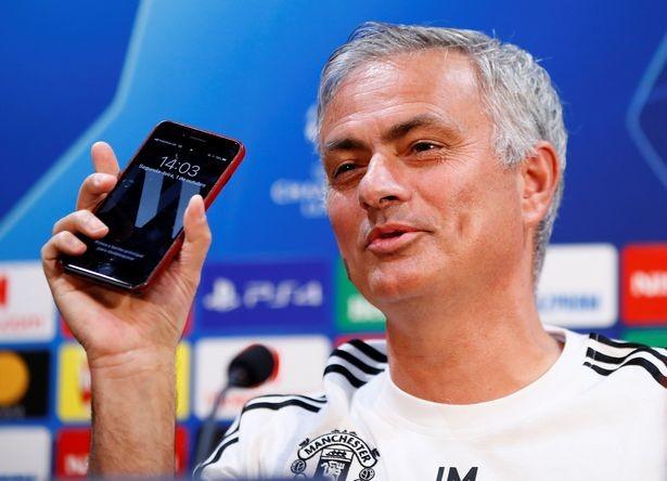 0_Manchester-United-Press-Conference.jpg [미러] 발렌시아전을 앞두고 열린 기자회견에서 무리뉴가 한 답변들