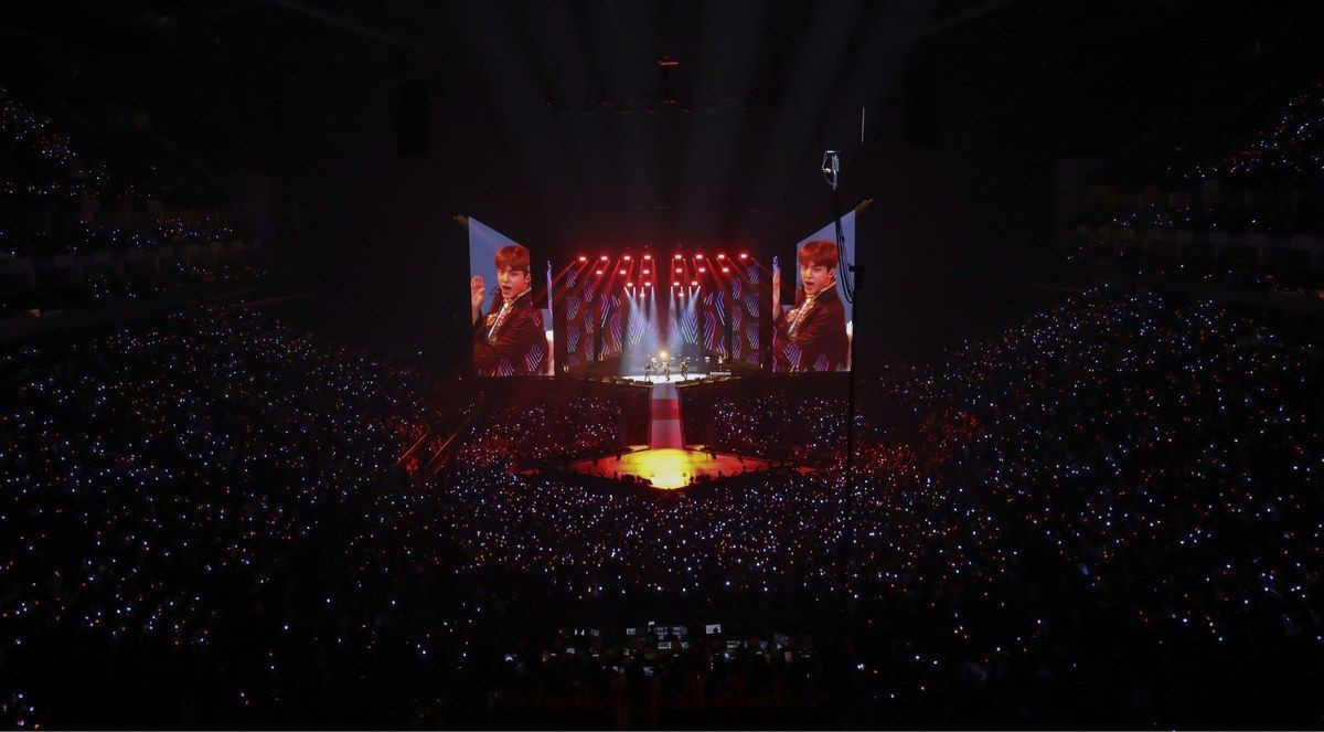 12.jpg 오늘자 방탄소년단 영국 O2 아레나 콘서트 관중석 사진.jpg