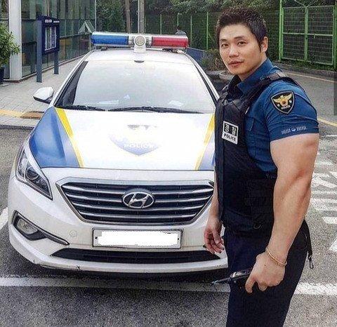 00.jpg 범인 잘 잡기로 유명한 경찰관 전국 검거율 1위 ㄷㄷㄷ