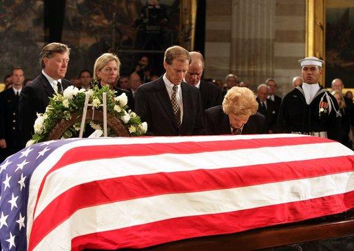 Gerald_ford_state_funeral.jpg 2006년 무슨일이 있었을까?