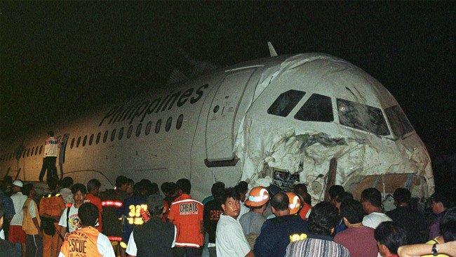 571071_032415-cc-Crash3.jpg 2006년 무슨일이 있었을까?
