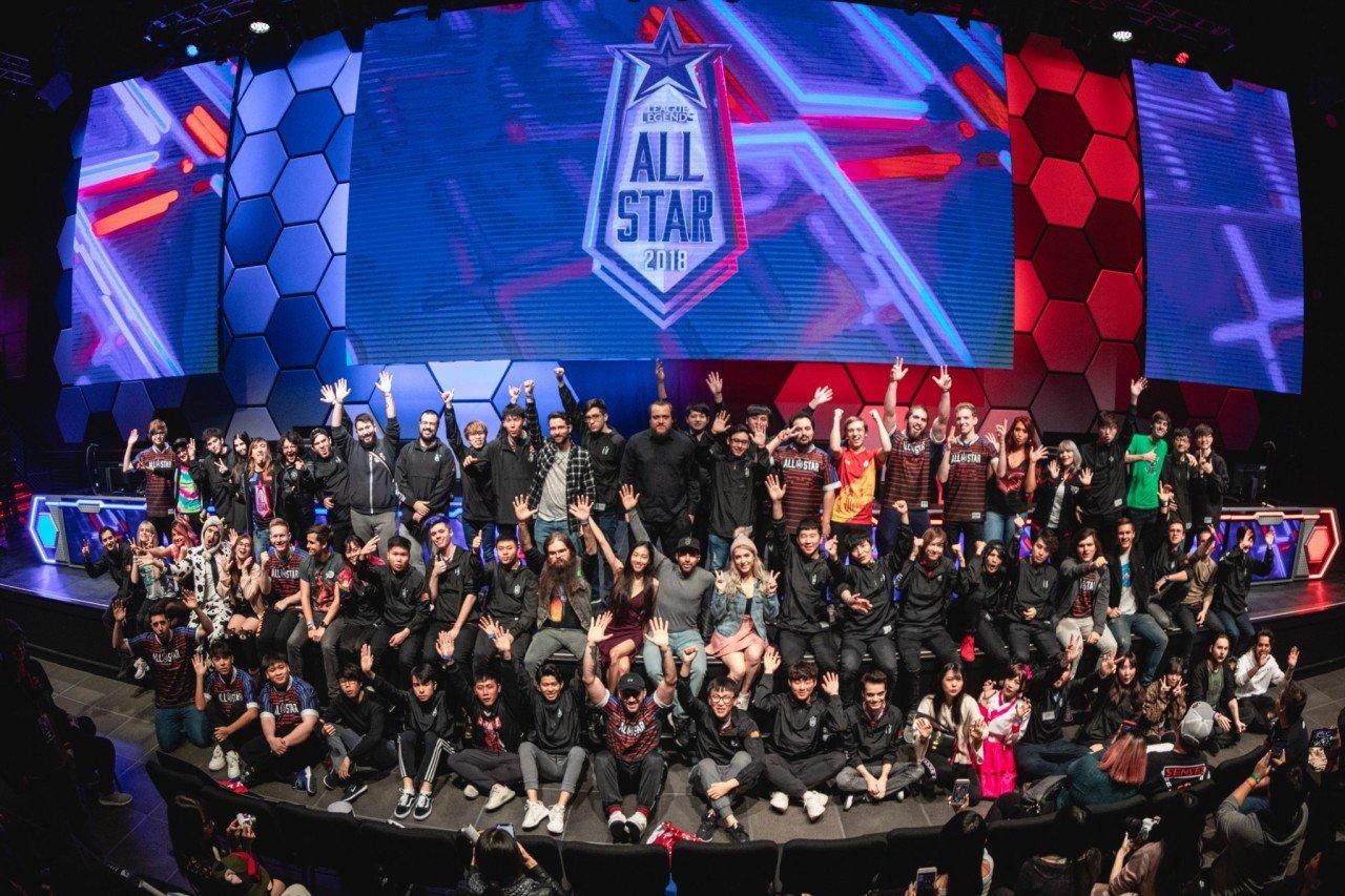 f.jpeg 2018 LoL All Star 단체사진