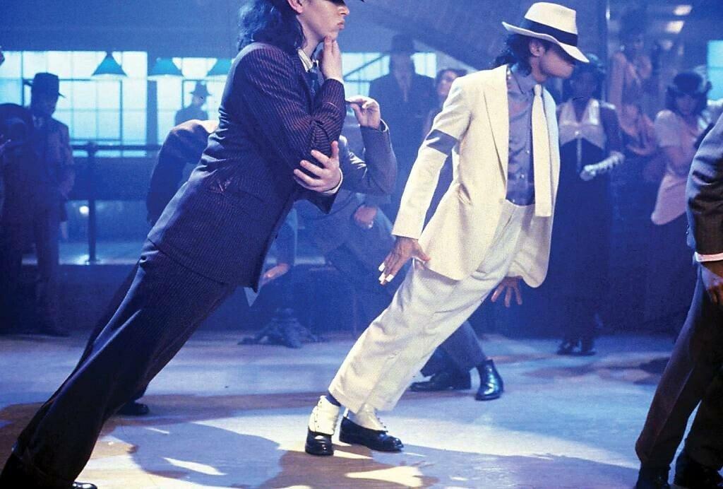 -smooth-criminal-mj-s-robot-dance-22460993-2200-1487.jpg 만약 나오면 보헤미안 랩소디 보다 더 히트친다 vs 못한다