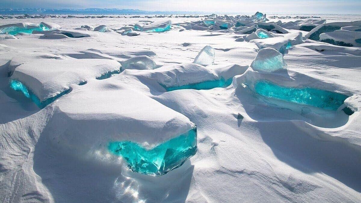 바이칼 호수의 얼음들