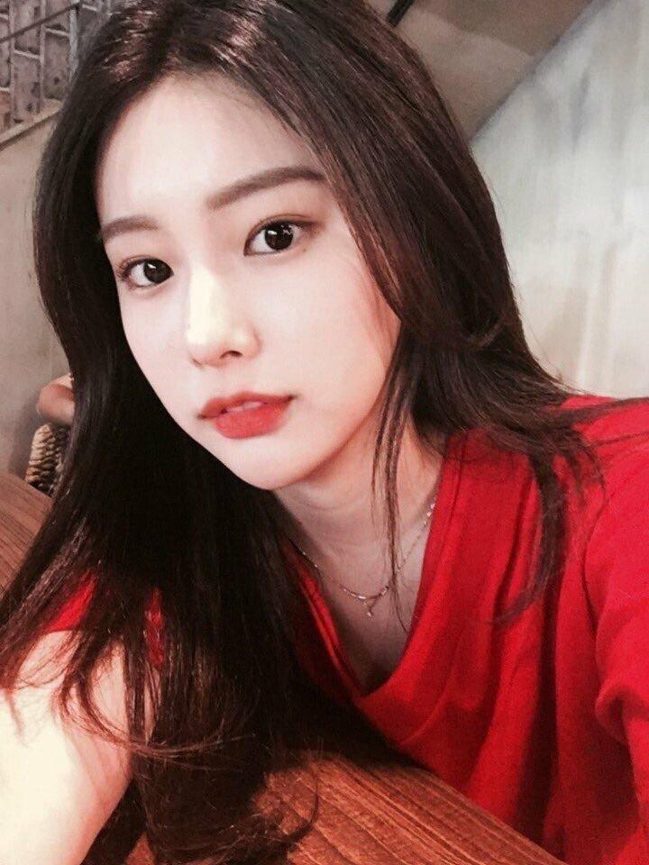 kanghyewon-20180812-134556-018.jpg 강혜원 데뷔 전후 셀카