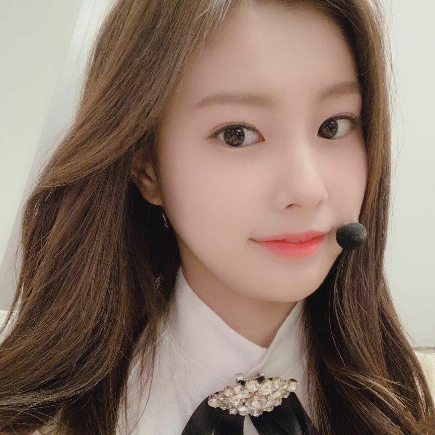 Dt8YtU4UUAA-EJL.jpg 강혜원 데뷔 전후 셀카