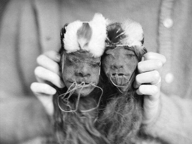 0112_ShrunkenHeads_12062011_Featured.jpg 약혐) 시체의 머리를 방부처리해서 기념품으로 보관하는 풍습.jpg