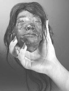 ec60fcb09f27c491958e74ec3ec7ee83--heads-up-shrunken-head.jpg 약혐) 시체의 머리를 방부처리해서 기념품으로 보관하는 풍습.jpg