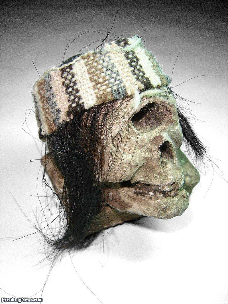 Shrunken-Head--17446.jpg 약혐) 시체의 머리를 방부처리해서 기념품으로 보관하는 풍습.jpg